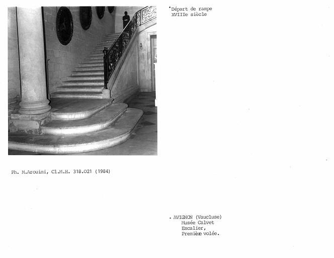Rampe d'escalier du hall d'entrée
