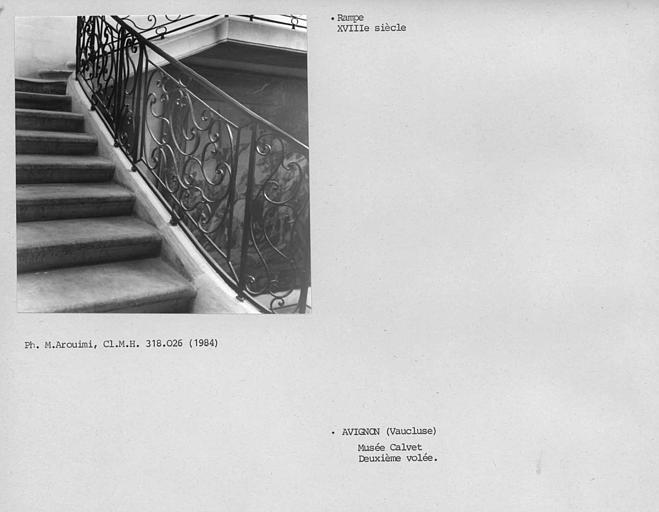 Rampe d'escalier en fer forgé du hall d'entrée