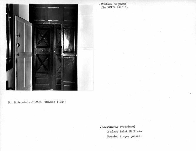 Vantaux de porte au premier étage