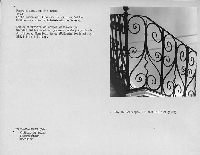 Escalier, rampe en fer forgé au deuxième étage