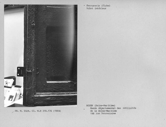 Menuiserie de fenêtre avec volet intérieur, détail de la fiche