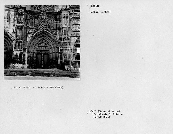 Vue d'ensemble de la façade ouest, portail central