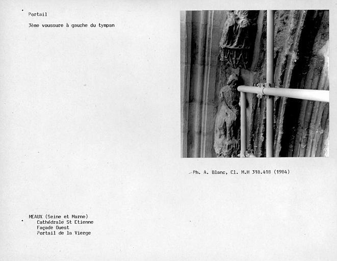Façade ouest, portail de la Vierge, troisième voussure à gauche du tympan au niveau du deuxième linteau