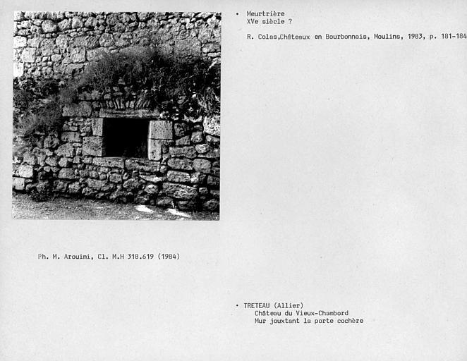 Archère du mur attenant au portail