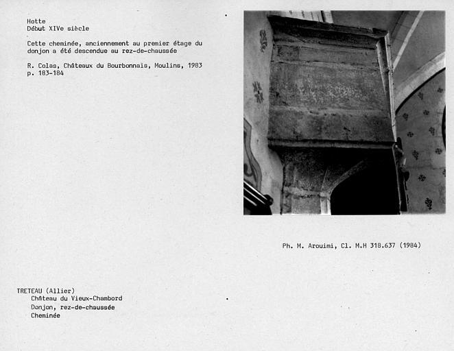 Cheminée du donjon, détail de la hotte au rez-de-chaussée