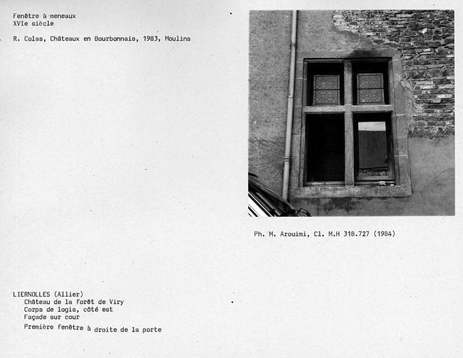 Fenêtre à meneaux de la façade sur cour du corps de logis