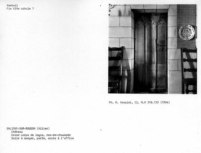 Grand corps de logis, vantail de porte donnant dans la cuisine de la salle à manger du rez-de-chaussée