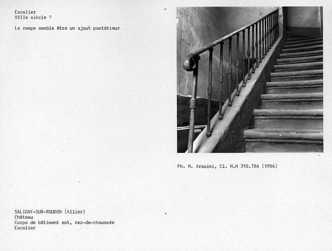 Escalier au rez-de-chaussée du corps de logis, côté est