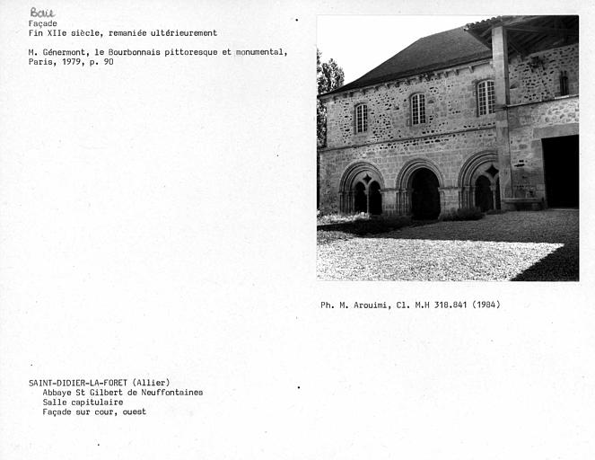 Baies de la salle capitulaire, façade sur cour, côté ouest