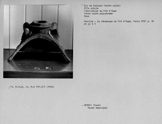 Epi de toiture, base avec tuile faîtière en terre cuite vernissée polychrome du Pré d'Auge