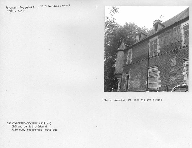 Aile sud, angle sud du côté est de la façade sur cour, tourelle d'encorbellement