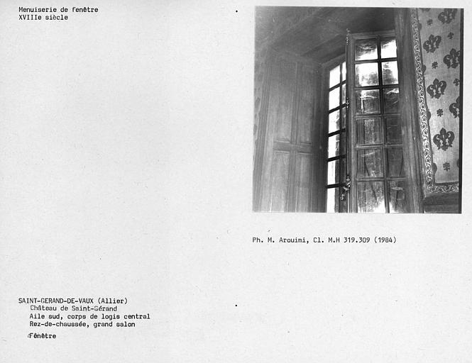 Fenêtre du grand salon au rez-de-chaussée de l'aile sud