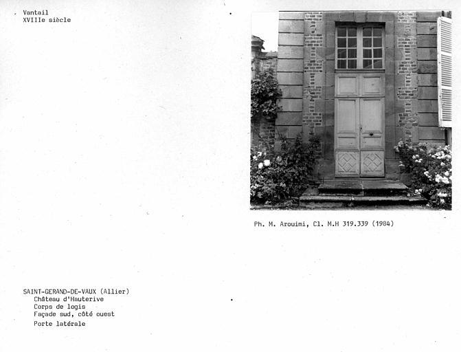 Vantail de la porte ouest, façade sur cour du corps de logis
