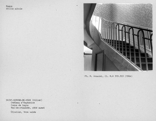 Corps de logis, première volée de l'escalier ouest au rez-de-chaussée
