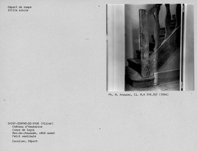 Départ de l'escalier d'accès à une chambre, rez-de-chaussée du corps de logis