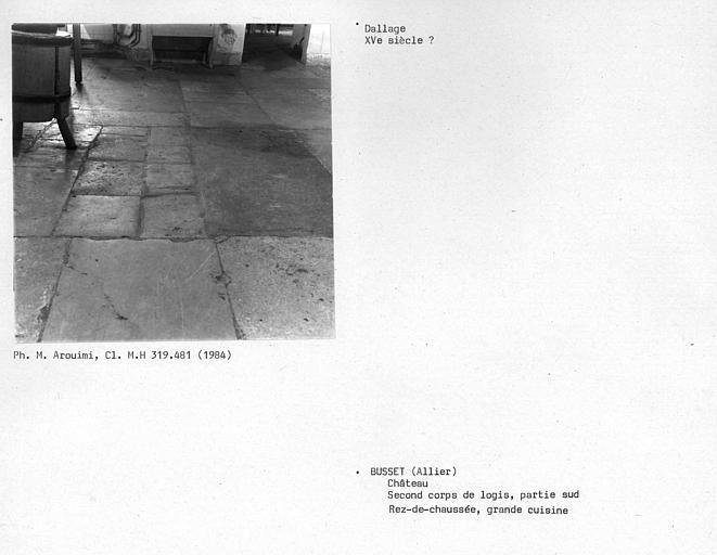 Dallage de la cuisine au rez-de-chaussée, second corps de logis, partie sud