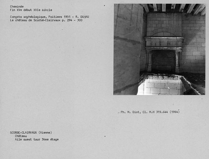 Cheminée de la Tour de l'aile ouest, troisième étage
