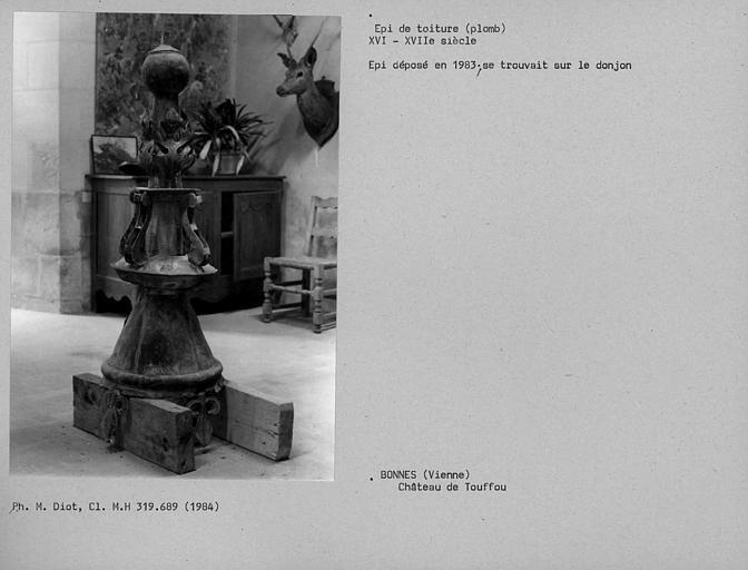 Epi de faîtage en plomb déposé en 1983