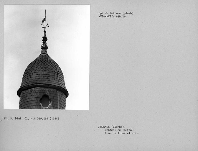 Epi de toiture en plomb de la tour de l'hostellerie au nord-ouest du château