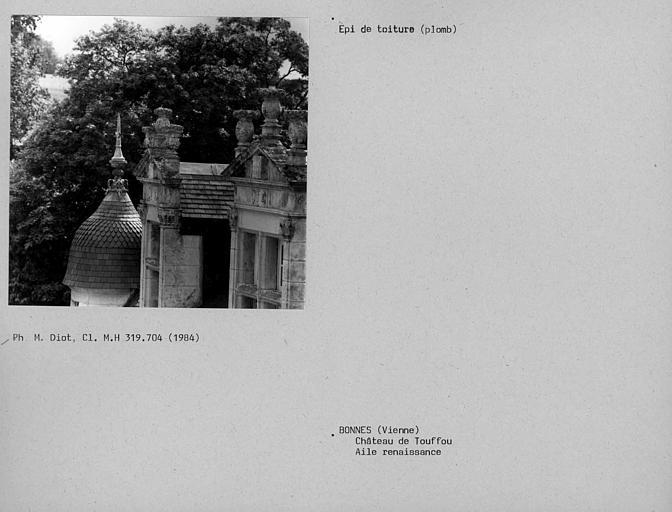 Sommet de lucarnes et épi de toiture en plomb sur tourelle de l'aile Renaissance