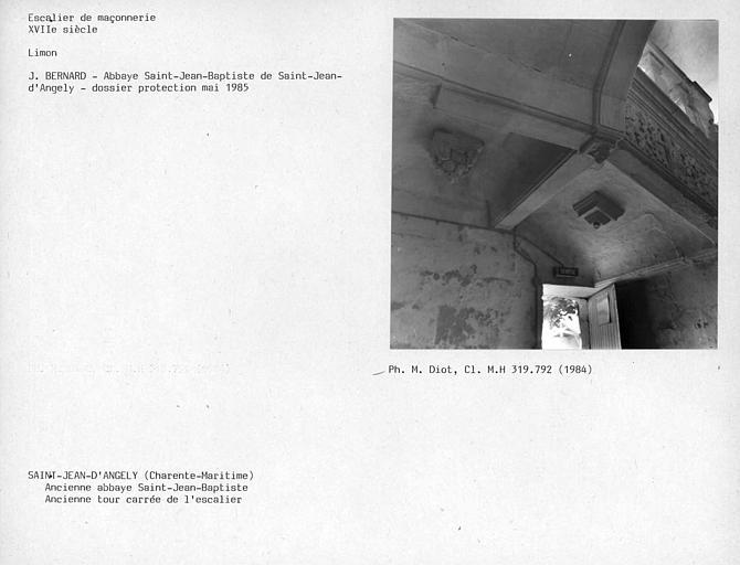 Voûte de l'escalier au rez-de-chaussée, ancienne tour carrée de l'escalier de l'aile ouest