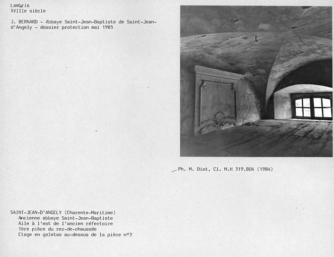 Lambris dans l'étage en galetas au-dessus de la pièce n°3 de l'ancien réfectoire