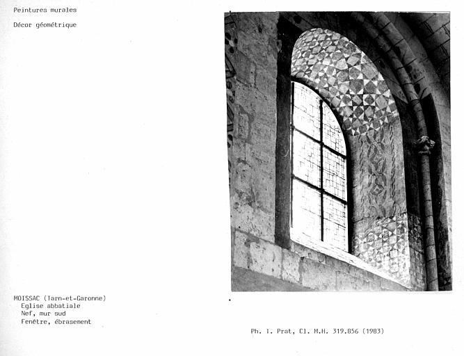 Eglise abbatiale. Ebrasement de la fenêtre du mur sud de la nef, décor géométrique
