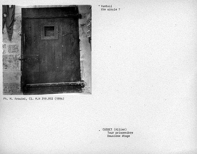 Tour Prisonnière. Vantail au deuxième étage