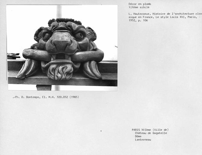 Partie supérieure du dôme, décor en plomb du lanternon : tête de lion