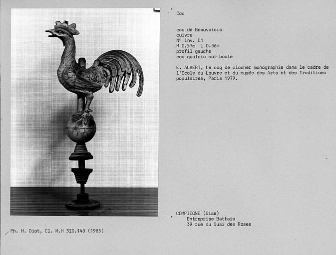 Coq gaulois sur boule en cuivre du Beauvaisis, profil gauche