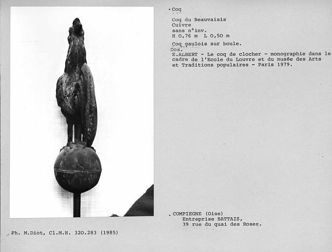 Coq gaulois en cuivre sur boule du Beauvaisis, dos