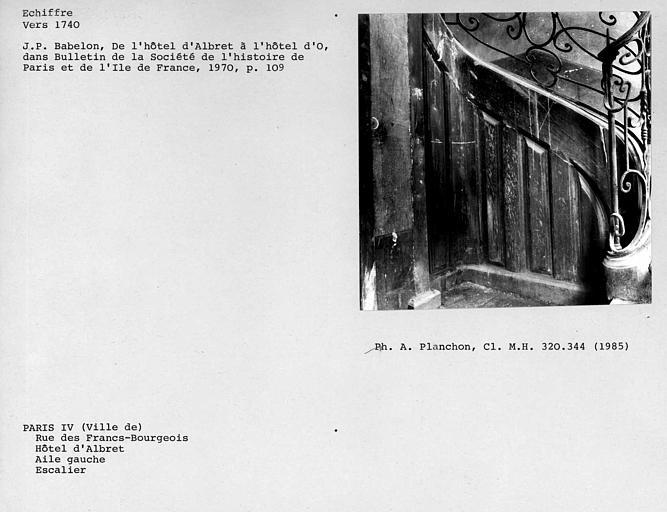 Escalier de l'aile est, mur d'échiffre du deuxième étage