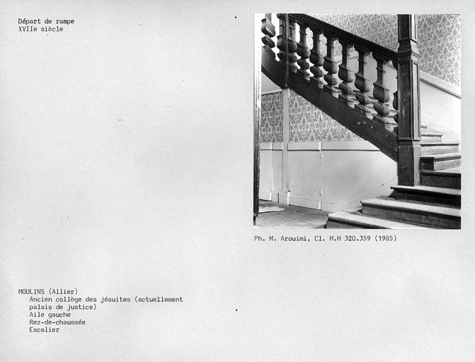 Corps de bâtiment ouest, départ de rampe d'escalier au rez-de-chaussée