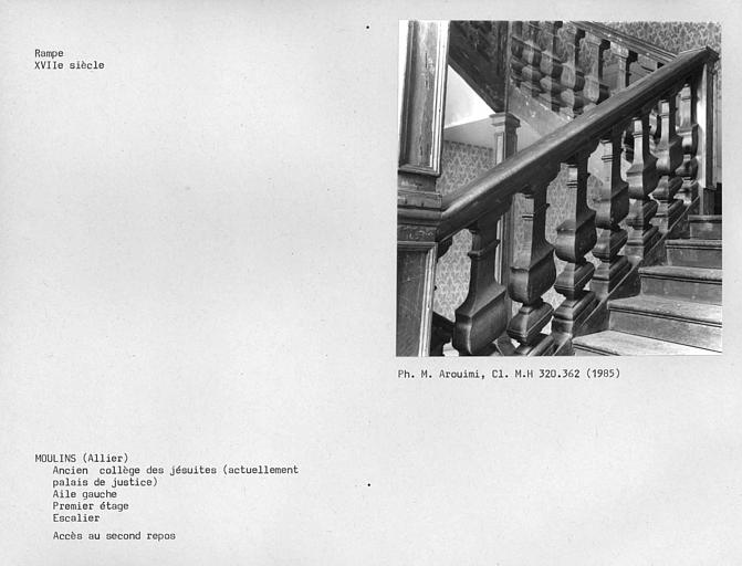 Corps de bâtiment ouest, rampe de l'escalier au premier étage