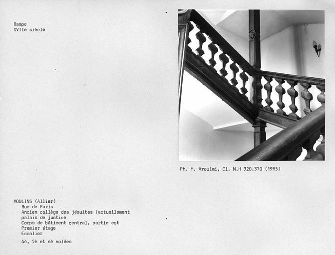 Partie ouest du corps de bâtiment central, rampe de l'escalier, quatrième et cinquième volées au premier étage