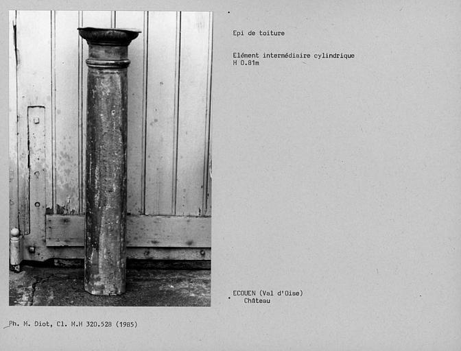 Epi de toiture en plomb restauré, partie de liaison cylindrique