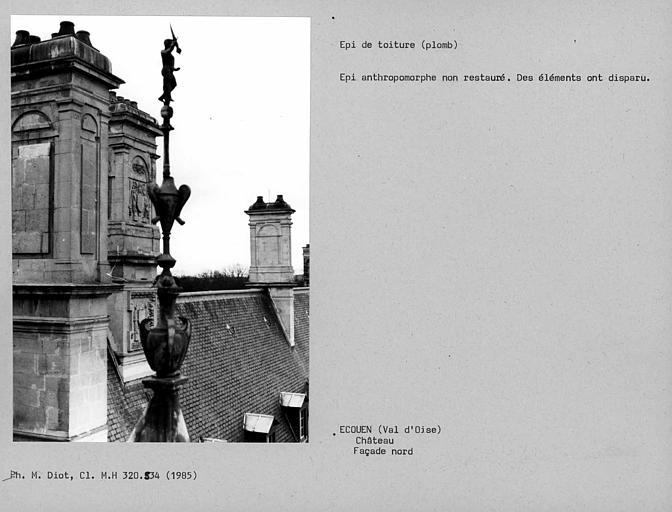 Epi de toiture en plomb non restauré identique à celui du cliché monuments historiques00320533, certains éléments manquent