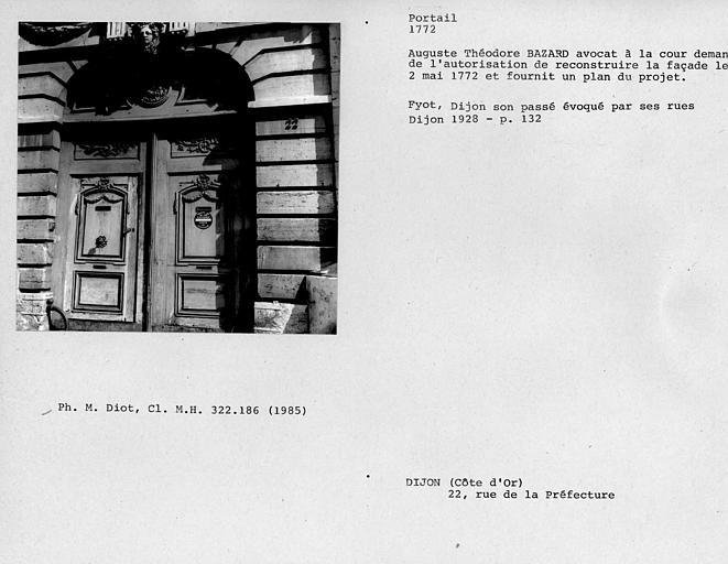 Portail d'entrée de la façade