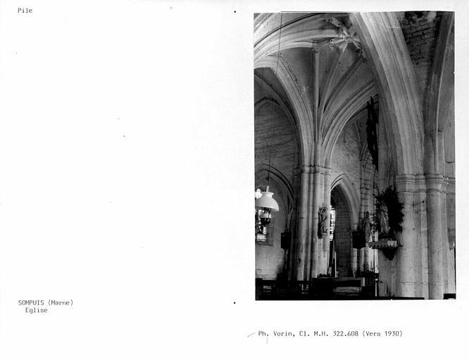 Intérieur, piles et voûtes de la nef