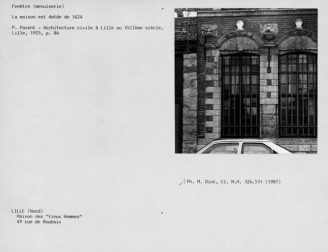 Fenêtre du rez-de-chaussée de la façade