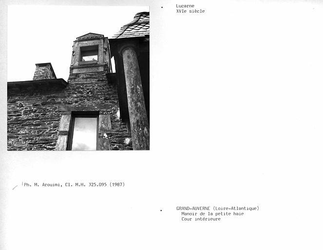 Lucarne de la façade sur cour intérieure