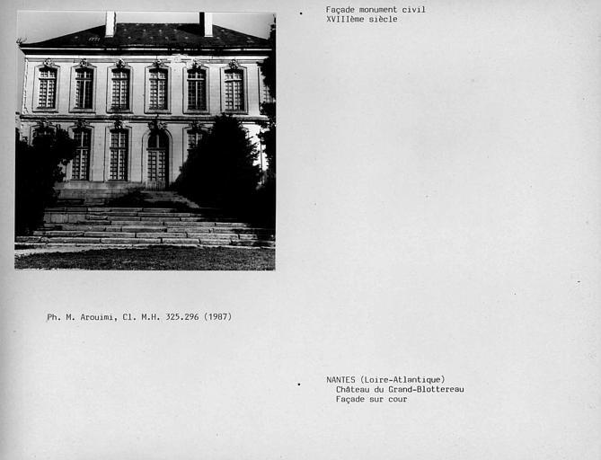 Façade du corps du bâtiment principal sur cour, côté jardin