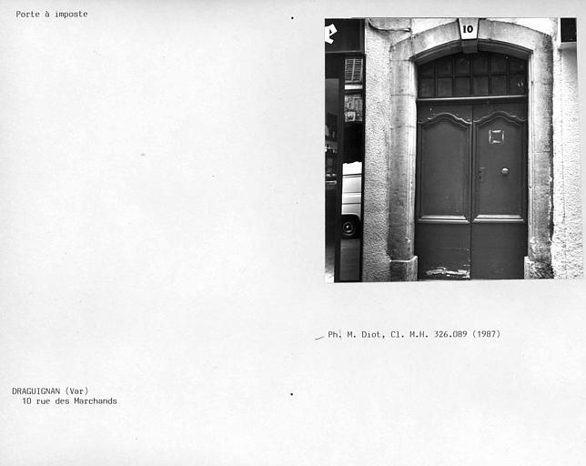 Porte à imposte de la façade