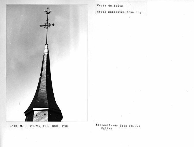 Croix de faite du clocher surmontée d'un coq