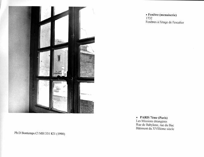 Fenêtre à l'étage de l'escalier