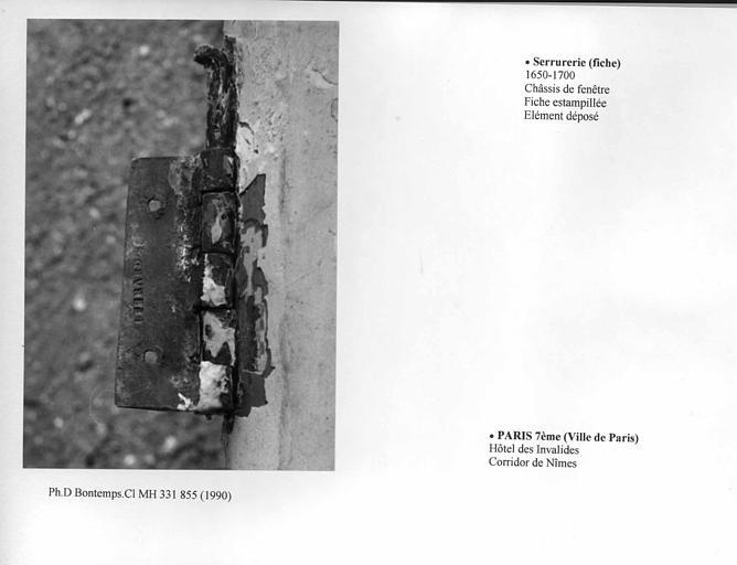 Châssis de fenêtre déposé, corridor de Nîmes, fiche estampillée