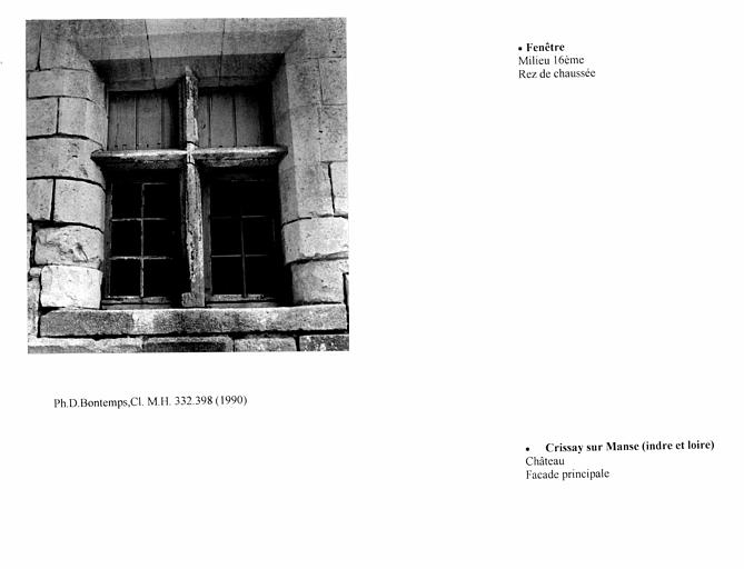 Fenêtre au rez-de-chaussée de la façade principale. Elévation