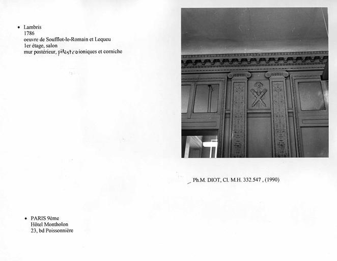 Lambris du salon au premier étage. Mur postérieur, pilastres ioniques et corniche