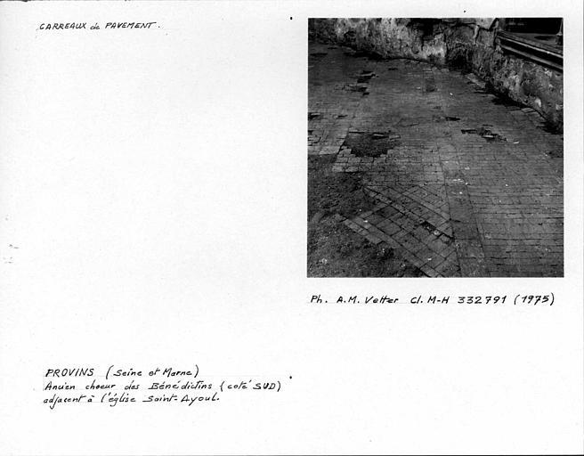 Choeur des Bénédictins (ancien). Carreaux de pavement, côté sud