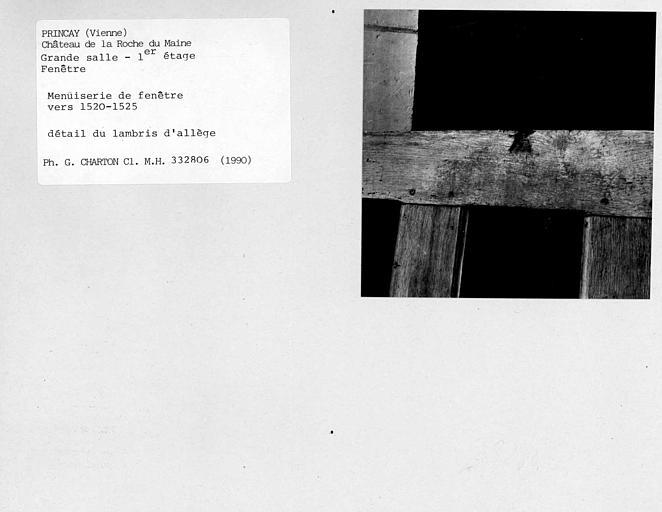 Menuiserie de fenêtre de la grande salle au premier étage, détail du lambris d'allège